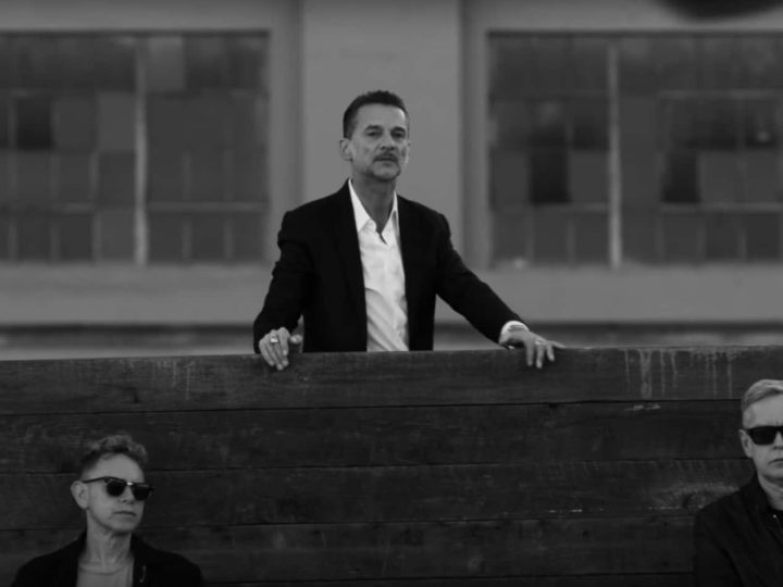 Малка революция в клипа на Depeche Mode